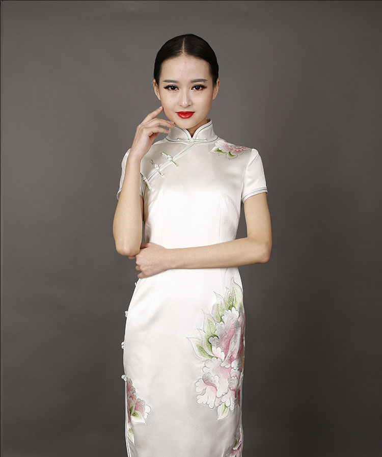 wihte peonies embroidery short choengsam dress