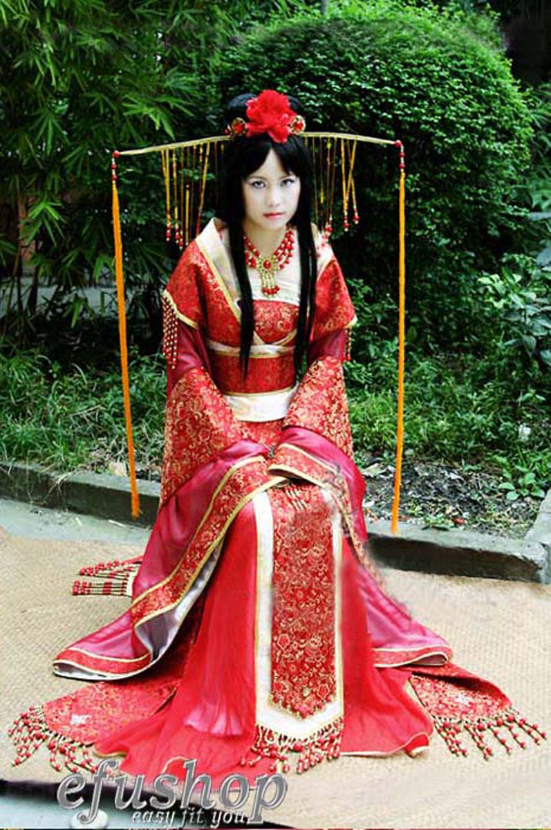 Traditional Chinese Clothing With a world reputation of exquisite silk producing nation, Chinese clothing enjoys a time-honored culture. China was the first country in the world to cultivate silkworms and develop silk weaving.