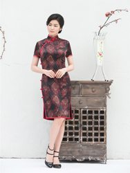 Dark red recheongsam for mom