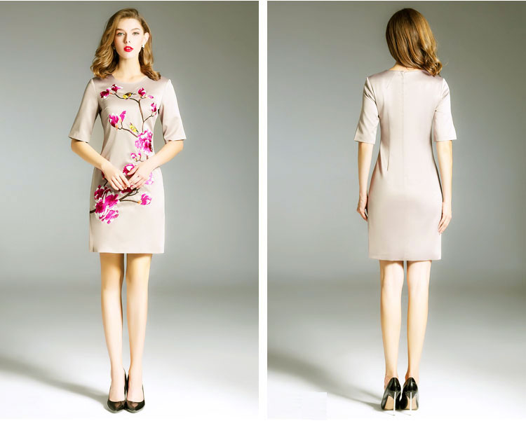 Beige short skirt with plum blossom embroidery