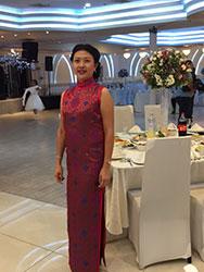 Mrs. Li 's dress